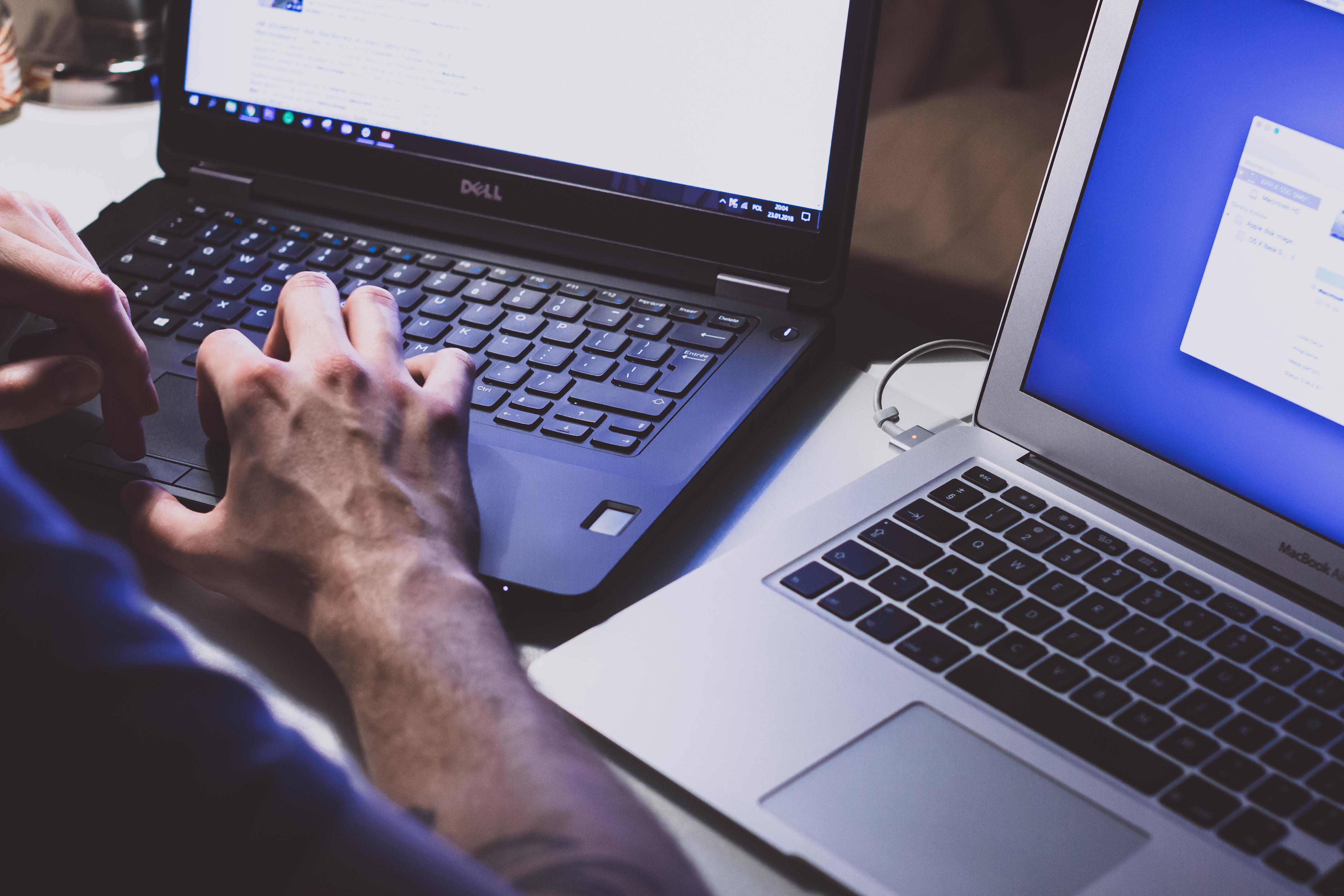 Bris de confidentialité : images représentant un vol de données par ordinateur